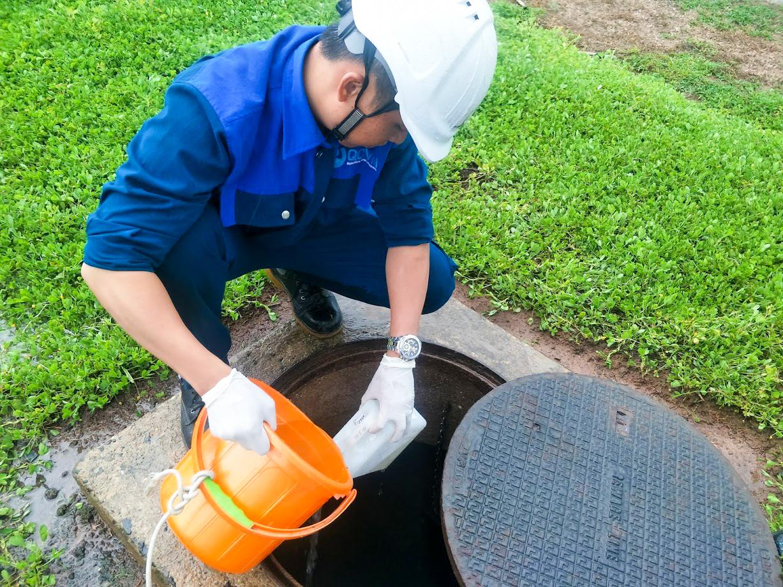 Lấy mẫu nước thải sinh hoạt