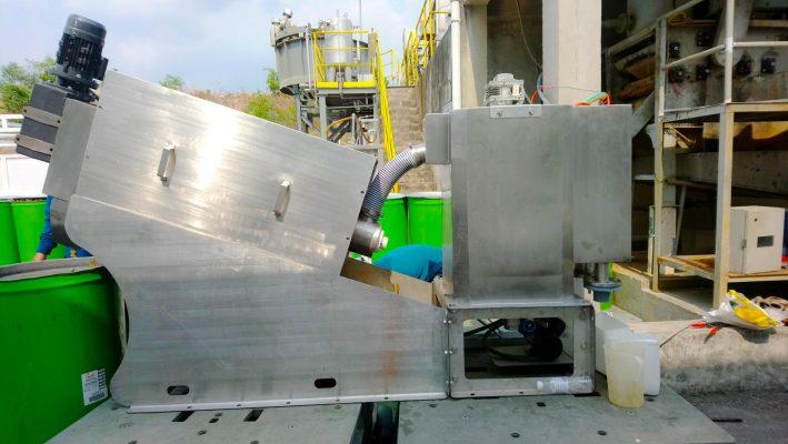 Máy ép bùn trục vít lắp đăt tại công ty Nhựa